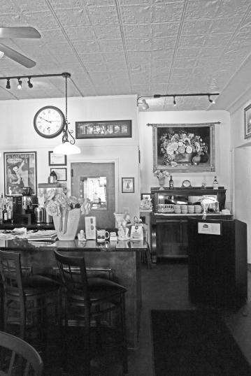 Nonni's Corner Trattoria interior